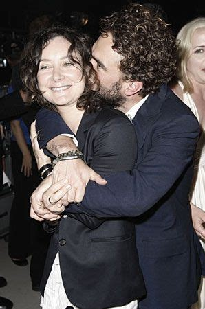 Who is Johnny Galecki dating? Johnny Galecki girlfriend, wife