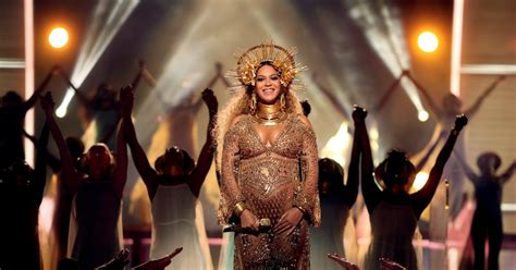 People Are Convinced Beyonce's Belly Button Looks