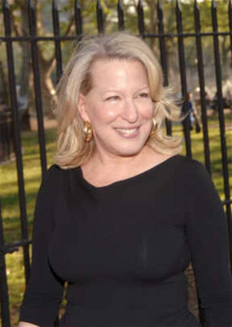 Bette Midler - Singer, Actress - Biography