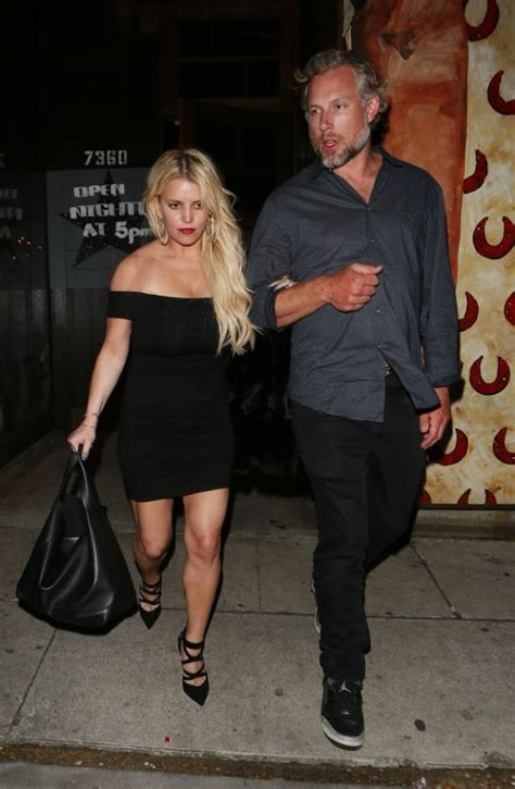 Faking It For The Cameras? Unhappy Jessica Simpson & Eric